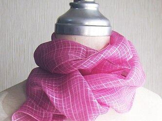 ☆セール☆ 草木染め 薄手のシルクマフラー(ピンク)の画像