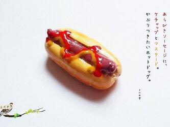 【オーダー製作品】あらびきソーセージのホットドッグのブローチの画像
