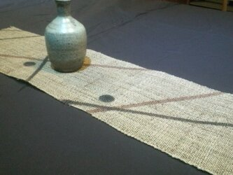 麻に柿渋染のテーブルセンター 線に丸の画像