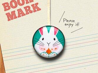 「もぐもぐ食べるウサギのクリップ型ブックマーク」No.194の画像