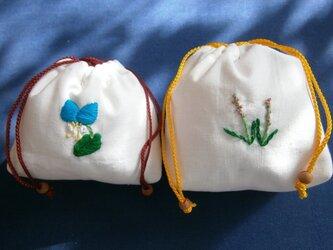 花柄刺しゅうの巾着の画像