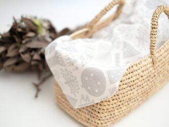 手刷り生地のハンカチ・お弁当包み「森」グレーの画像