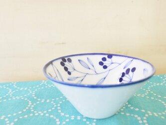 青い小枝のシリーズ 11cmの円錐ボウルの画像