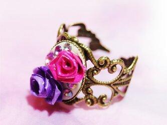 ピンクの薔薇の指輪の画像