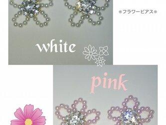 おしゃれ  お花のパールピアス 〜ビジュー付〜の画像
