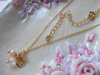 ゴールドのお花とピンク石のプチネックレスの画像