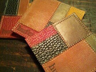 色とりどりな革のパッチワークがレトロなレザーコースターの画像