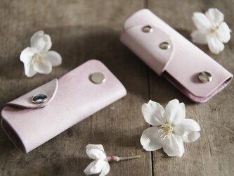 草木染め革 桜色 キーホルダー の画像