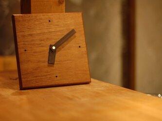チークの掛け時計の画像