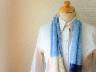 コットンとリネンの機械編みスヌード Lブルー×藍の画像