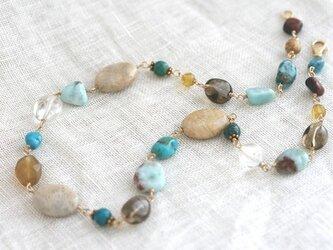 化石珊瑚とミックス天然石のネックレスの画像