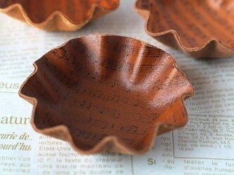 カップケーキ型・革のミニトレイ<楽譜・ブラウン>の画像