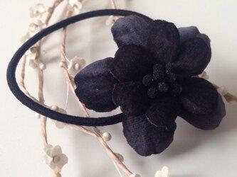 黒いお花のヘアゴム(Black)の画像