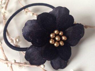 黒いお花のヘアゴム(Gold)の画像