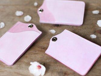 草木染め革 桜色 パスカードケースの画像