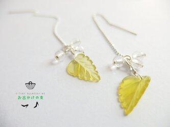 レモンクオーツの葉っぱロングピアスの画像
