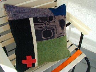 赤十字・パッチワーク・クッション(中綿フェザー) の画像