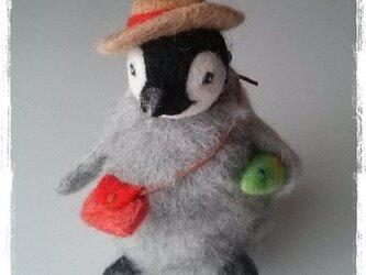 羊毛フェルト 麦わら帽子のペンギン君の画像