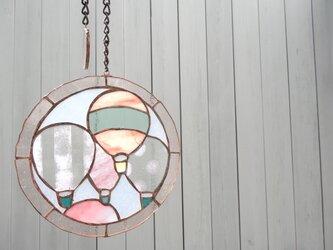 ステンドグラス(ピンクの気球)の画像