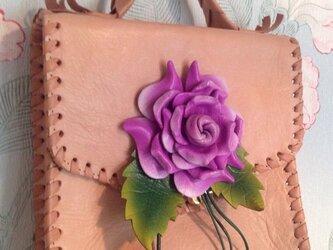 ヌメ革の刺繍クラッチバッグの画像