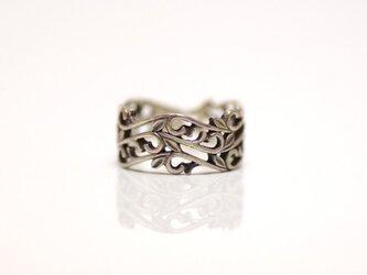 重ね唐草の指輪の画像