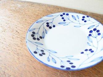 青い小枝のシリーズ 18センチのお皿の画像