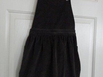 コーヒー色コーデュロイのエプロンスカート(ジャンパースカート)の画像