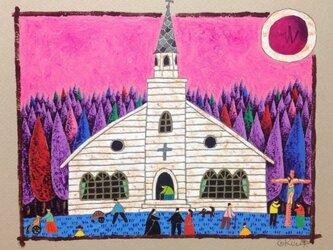 森の中の小さな教会の画像