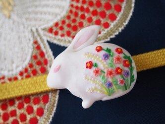 白うさぎの帯留め(sold)の画像