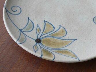 皿 釉彩花紋の画像