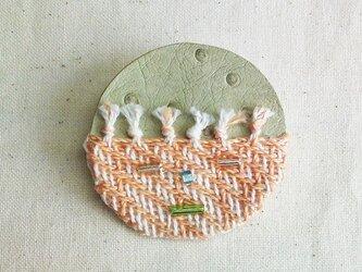 「Face2」手織り布・革 ブローチの画像