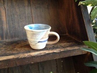 ベージュの水平線マグカップ(中)の画像