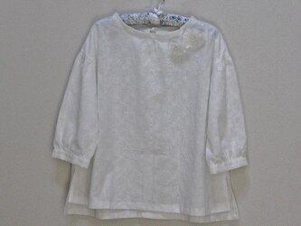 うしろリボンの綿刺繍ブラウス~ホワイト~の画像