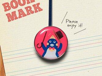 「手品を披露するペンギンのクリップ型ブックマーク」No.206の画像