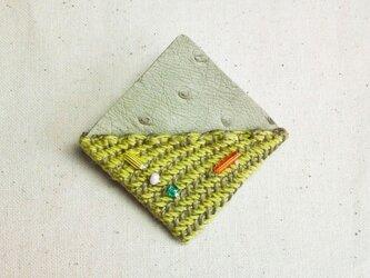 「夜になると4」手織り布・革 ブローチの画像