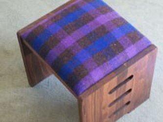 木のスツール cubeの画像