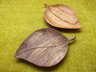 【R様専用】葉っぱのお皿(中)2枚組の画像