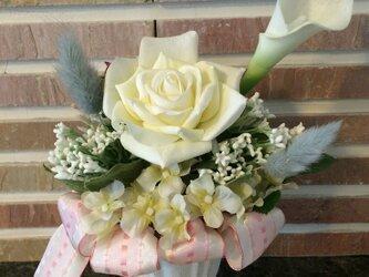 【母の日にオススメ!】気品あるバラとカラーのアレンジメントの画像