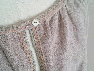 リネンの刺繍ステッチ入チュニックの画像
