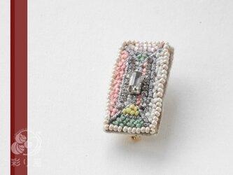 糸とビーズの宝石(バゲット・カット)の画像