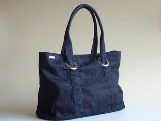 クシュクシュギャザーのバッグ・インディゴ×ブルーステッチの画像