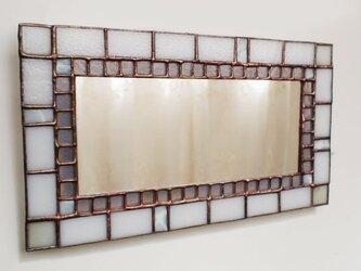白いステンドグラスミラーの画像