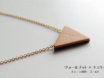 木のネックレス トライアングルの画像