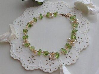 【SALE】風にそよぐ白いお花と緑のブレスレット♡の画像