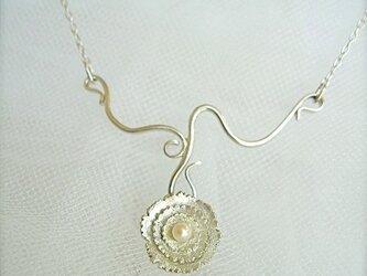小さなお花のネックレスの画像
