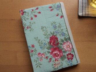 ロマンチックな花柄のBOOKカバー<文庫サイズ>の画像