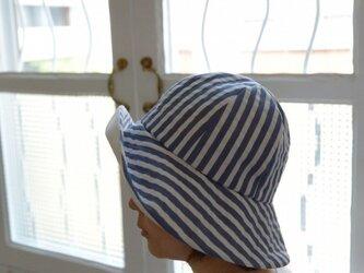 サッカーストライプの夏物帽子(ブルー)の画像