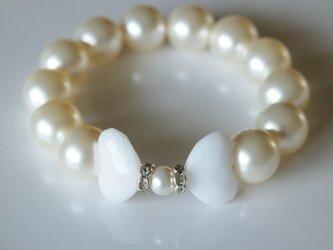 白蝶の天然石と Swarovski 大粒パールのブレスレット *南洋真珠フィーリング*の画像
