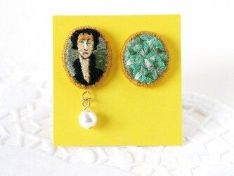 刺繍ピアス/モディリアーニ 青い目の女[イヤリングに変更可]の画像
