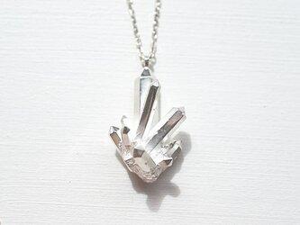 水晶クラスターモチーフのネックレスの画像